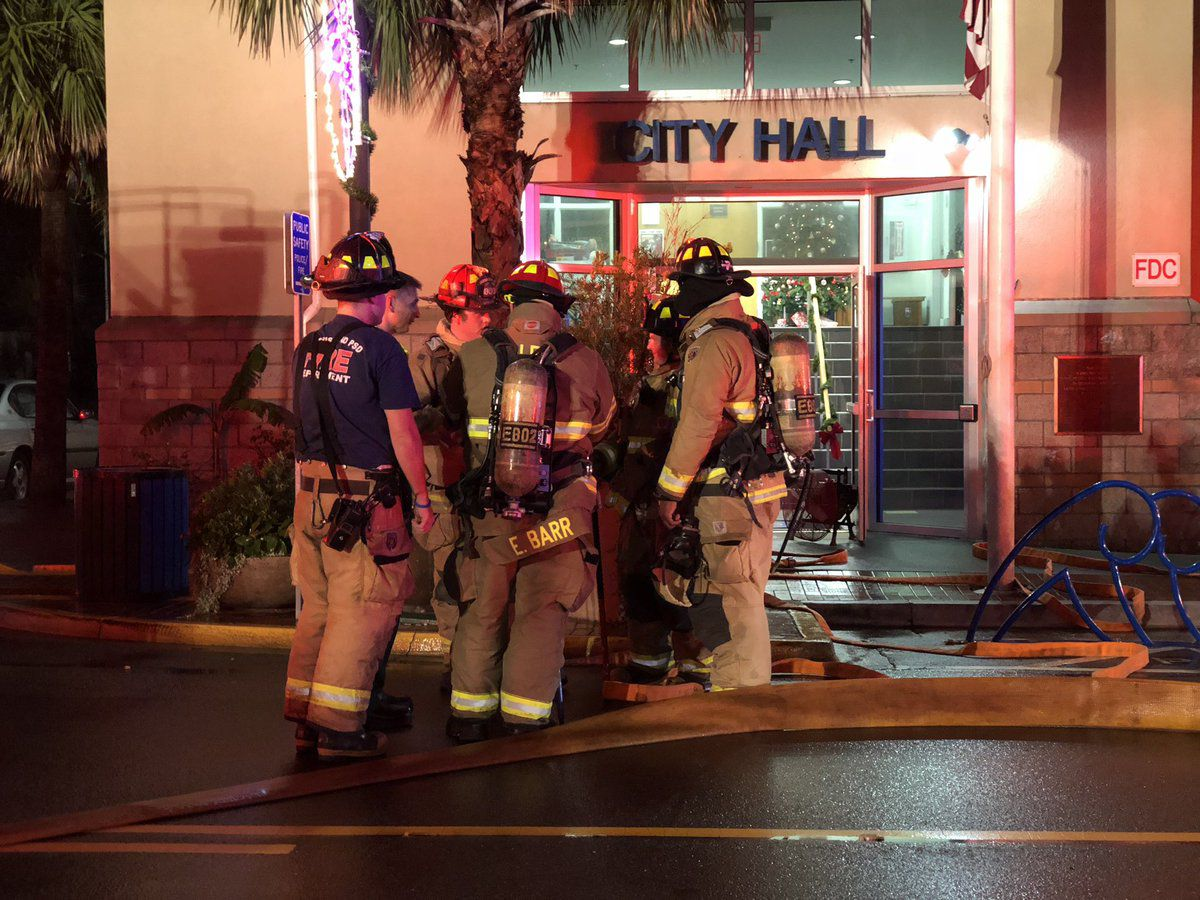 Folly Beach fire crews respond to smoke in City Hall building