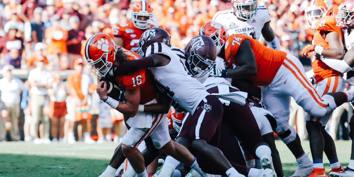 Clemson's defense dominates, Tigers down Aggies 24-10