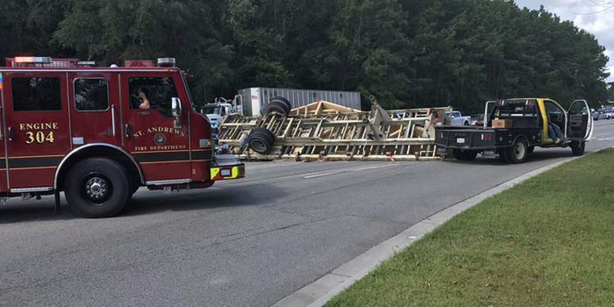 Hwy. 17 reopens after accident involving overturned tractor trailer