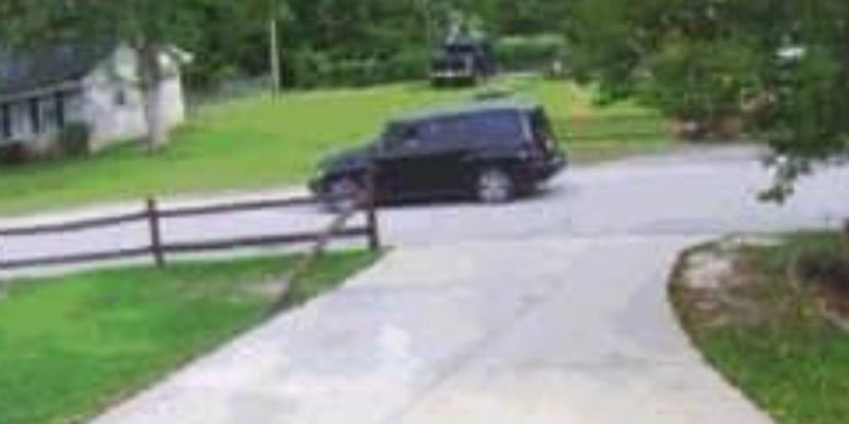 Deputies looking for driver of suspicious vehicle accused of trying to lure children