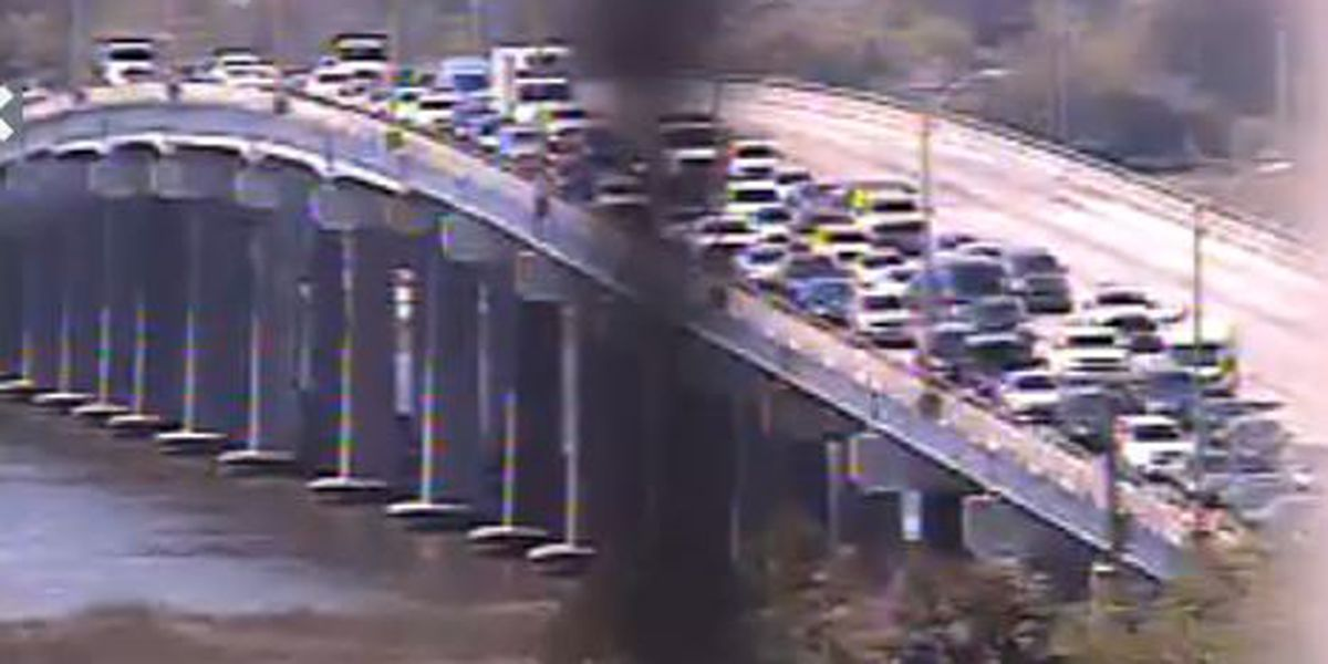 Crash on North Bridge closes all northbound lanes