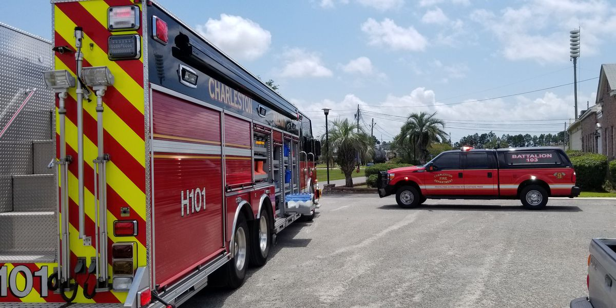 Six workers transported to the hospital after chlorine leak from rail car in Charleston