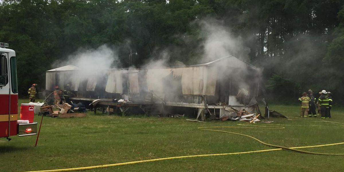 Crews extinguish mobile home fire in Moncks Corner