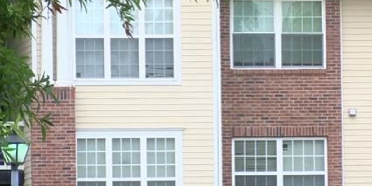 Police searching for suspects after shootout at Summerville apartment complex Monday