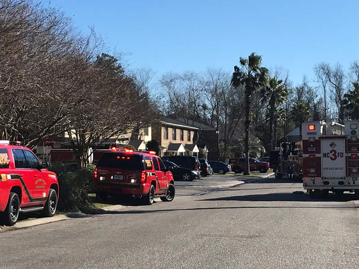 3 escape North Charleston townhouse fire