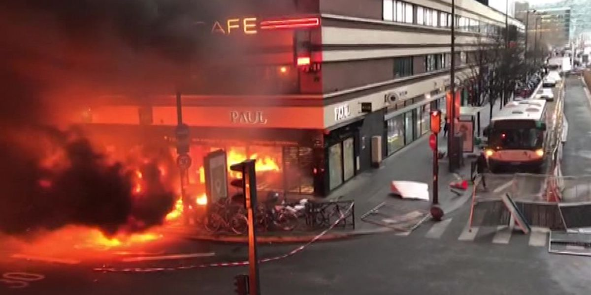 WATCH: Huge fire erupts at Paris train station