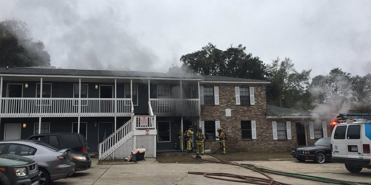 Emergency crews extinguish fire in N. Charleston; residents being assisted