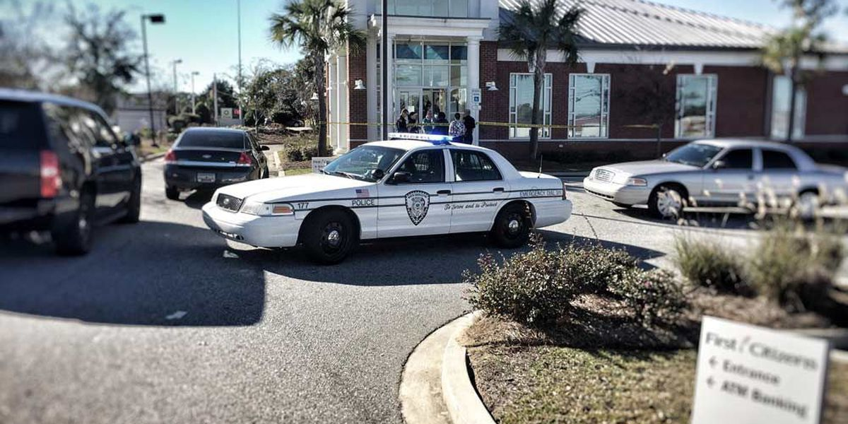Documents: Suspect out on bond during bank robbery attempt