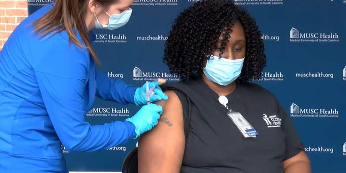 MUSC nurse receives Lowcountry's first COVID vaccine dose