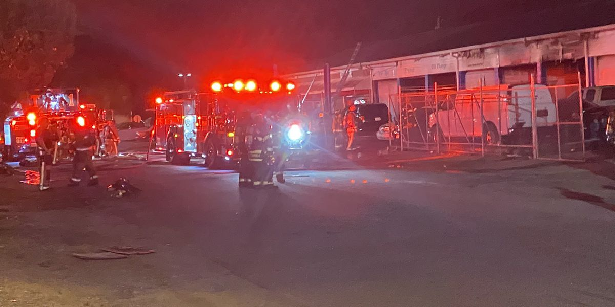 Crews responding to commercial fire in N. Charleston