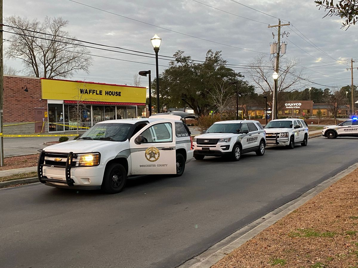 Heavy police presence reported at Knightsville Waffle House