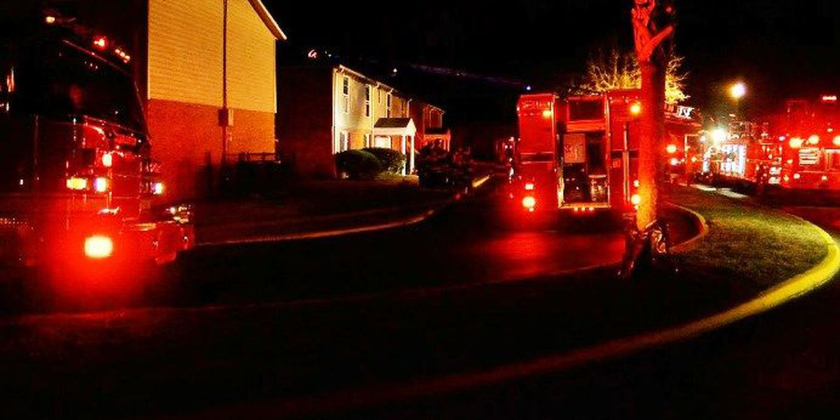 Emergency crews respond to apartment fire in West Ashley