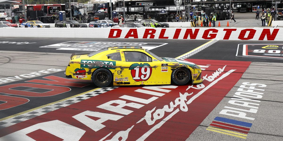 Darlington Raceway to open fully for fans during fall race