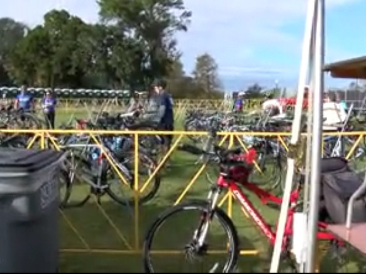 Hundreds participate in bike ride to support cancer research