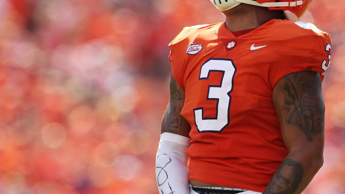 Clemson moves up to #2 in AP Poll