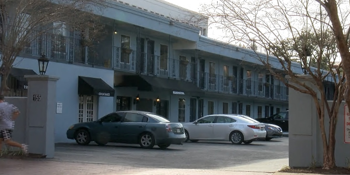 Charleston Council meeting to renew homeless hotel contract