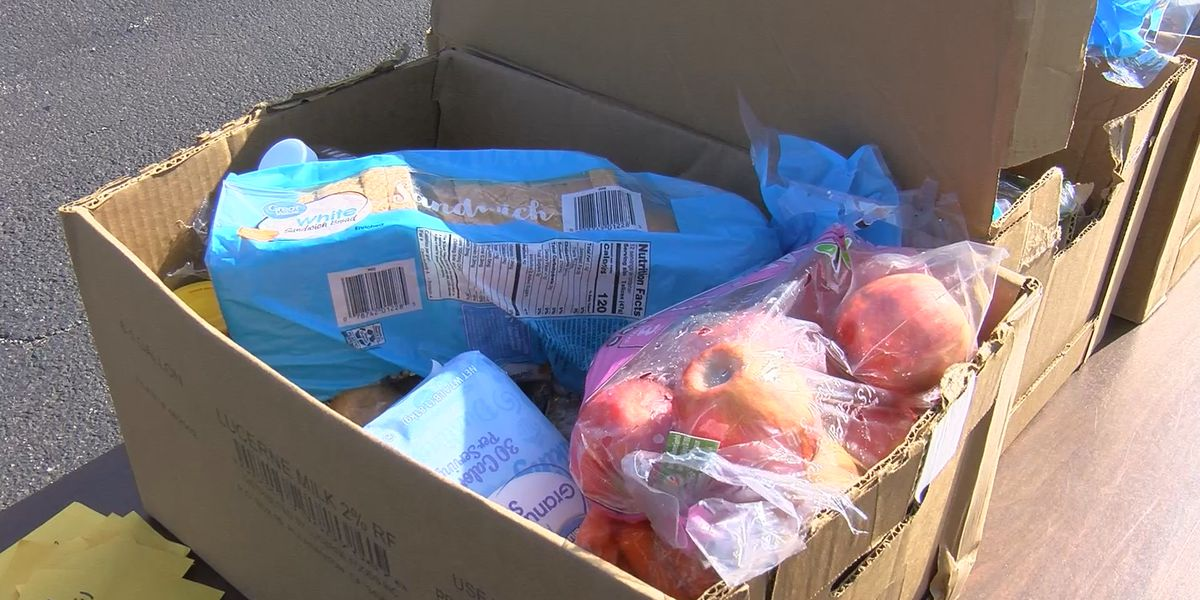 Community Resource Center distributes food in Summerville