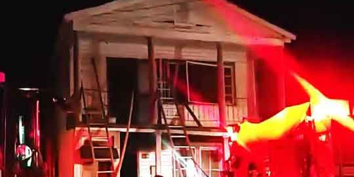 Crews extinguish downtown Charleston house fire