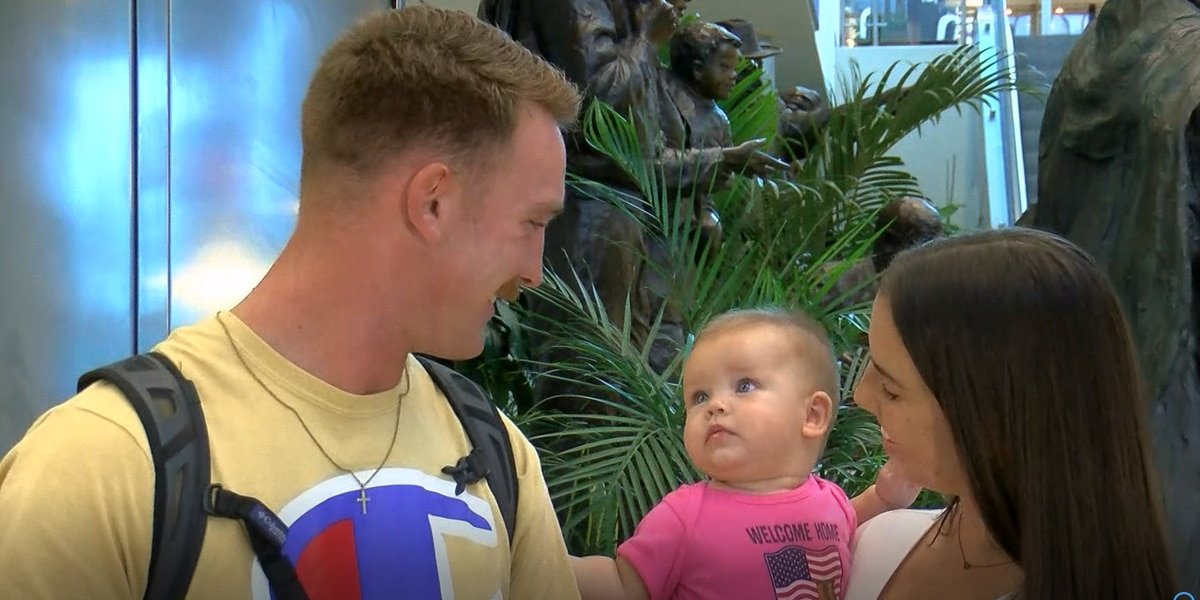Soldier returns home to Myrtle Beach, meets newborn daughter for the first time