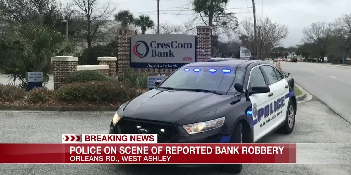 VIDEO: Police officers responding to reported bank robbery in West Ashley