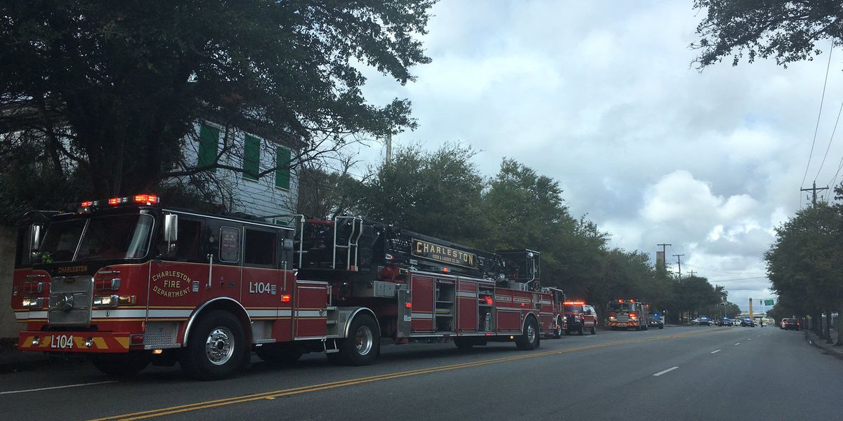 Fire crews respond to report of smoke coming from downtown Charleston building