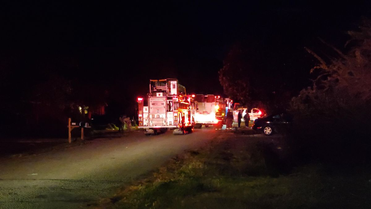Emergency crews extinguish house fire in Ladson