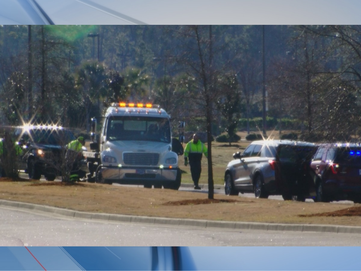 Police: 4 dead, others injured after car crashes into pond in Myrtle Beach
