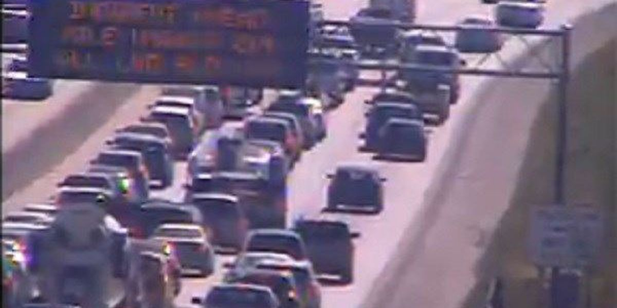 SCDOT: Stalled vehicle blocks all lanes on I-26 E near the Dorchester Road exit
