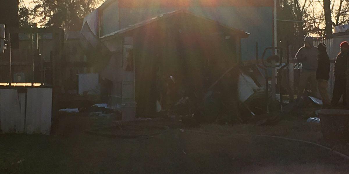 Emergency crews extinguish shed fire in North Charleston