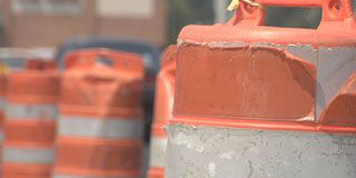 Weekday lane closures set for Johnnie Dodds Blvd.