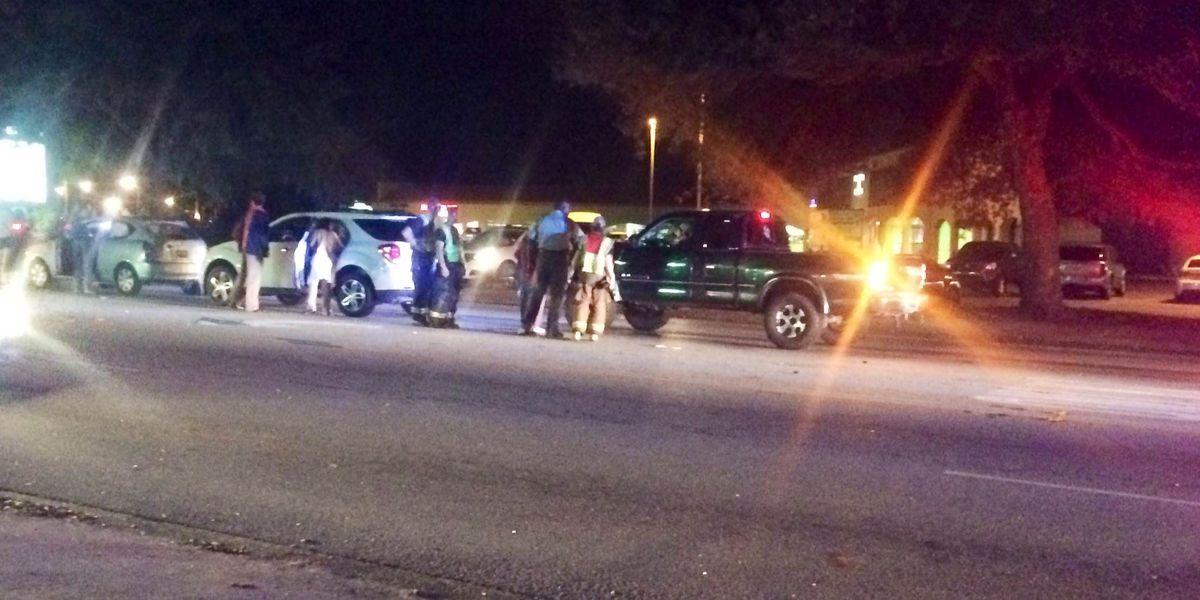 Emergency crews clear accident in West Ashley