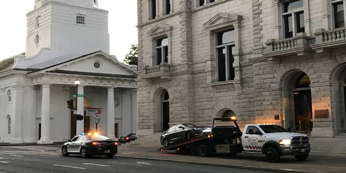 Cops: Guns found after teenagers crash stolen car into steps of Charleston post office