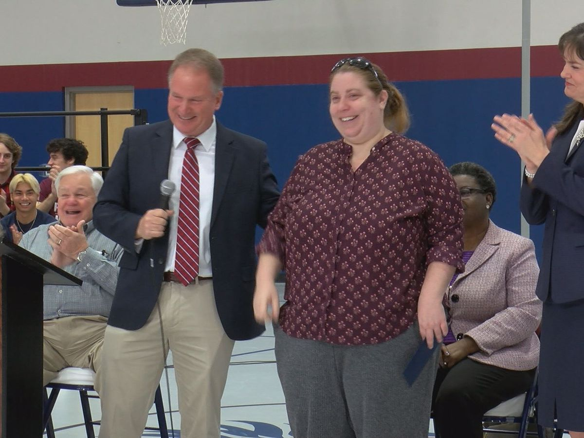 Lowcountry teacher surprised with $25,000 award