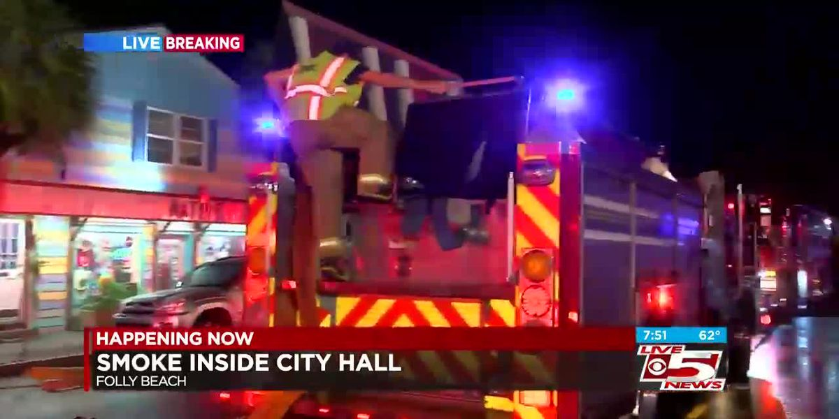 VIDEO: Folly Beach fire crews respond to smoke in City Hall building