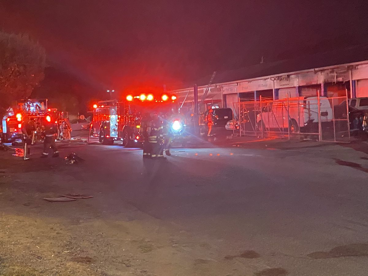 Crews respond to commercial fire in N. Charleston