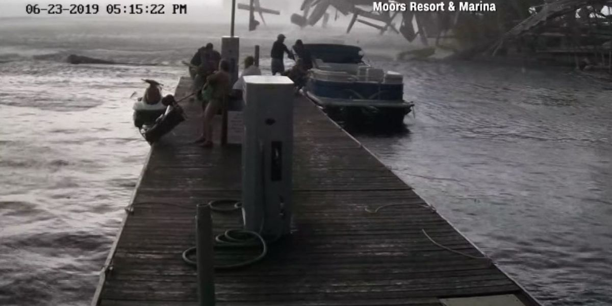 VIDEO: Boaters get off a Kentucky lake moments before a tornado hits the pier
