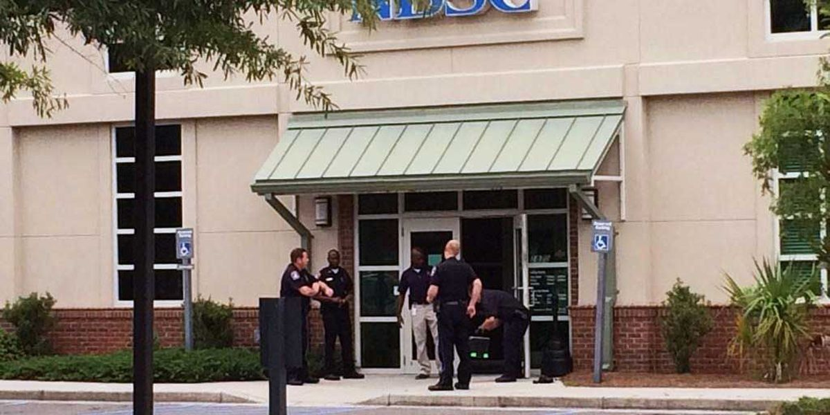 Charleston police searching for suspect in West Ashley bank robbery