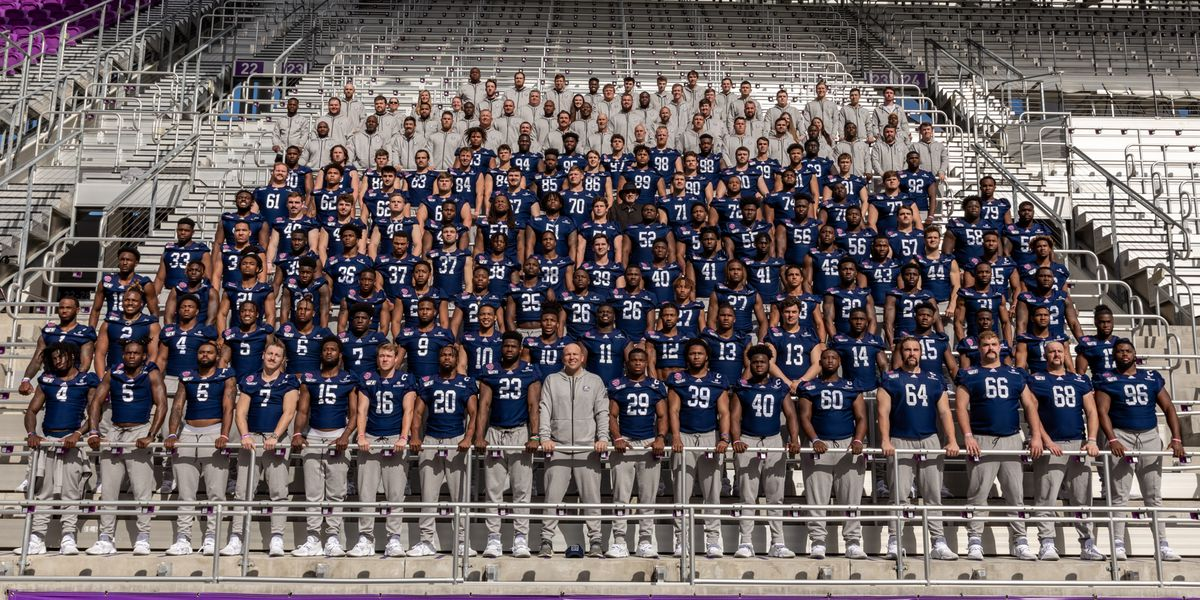 Eagles leave spot for teammate during bowl game picture