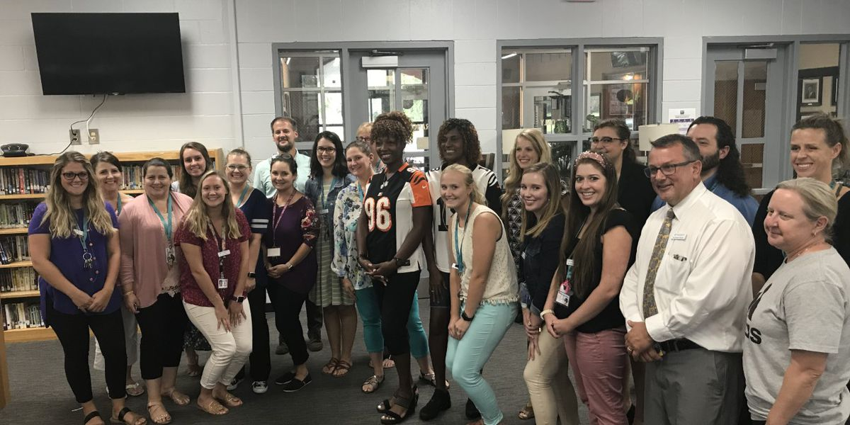 Moms of NFL players surprise teachers with gift cards in DD2