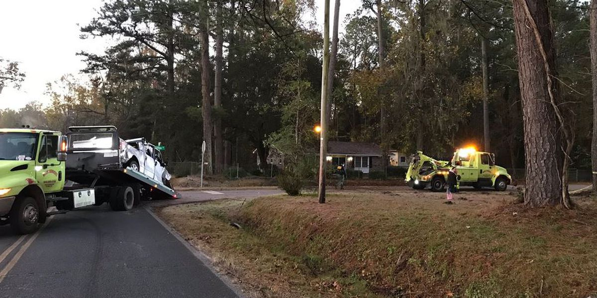Deputies: One dead after car crashes into house in Ravenel