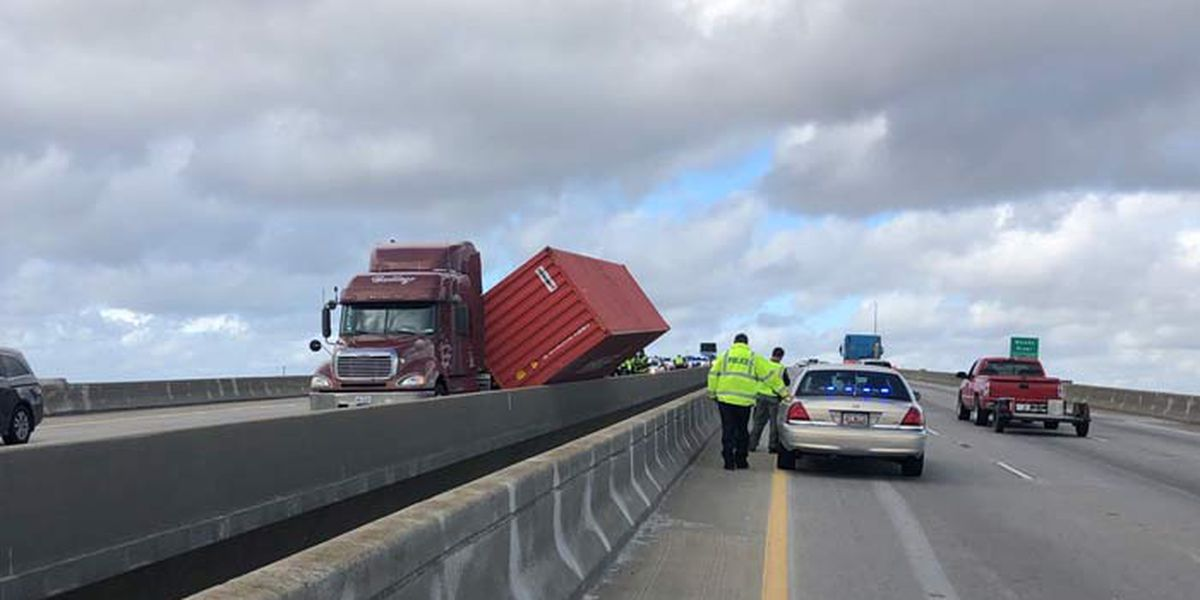 Wando Bridge reopens after tipped tractor trailer cleared