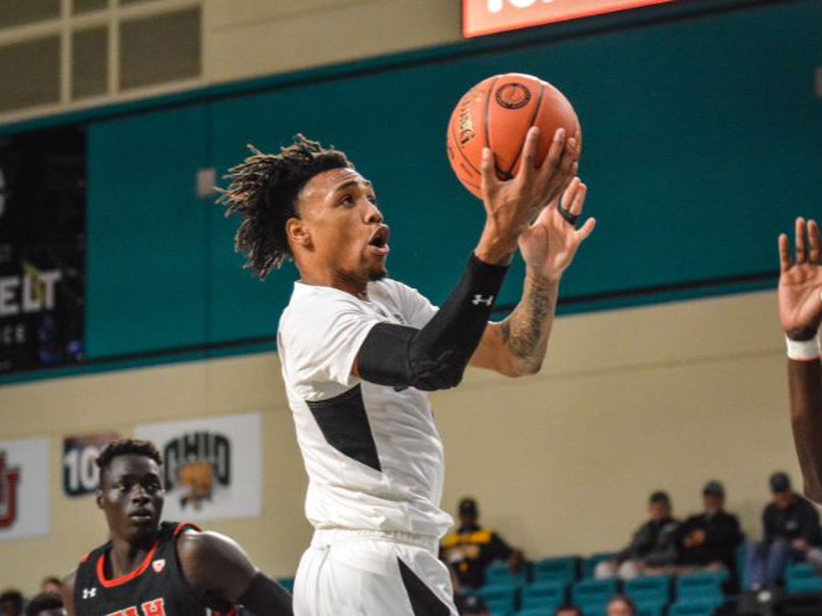 Coastal Wins Big Over Utah, 79-57