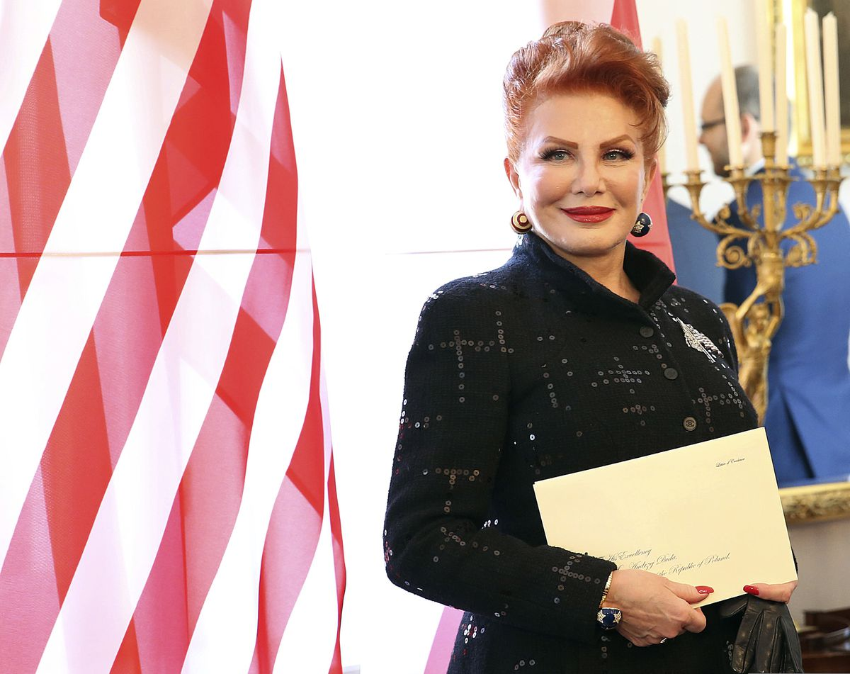Us Ambassador Vows To Scrap Visas For Poles But Can She