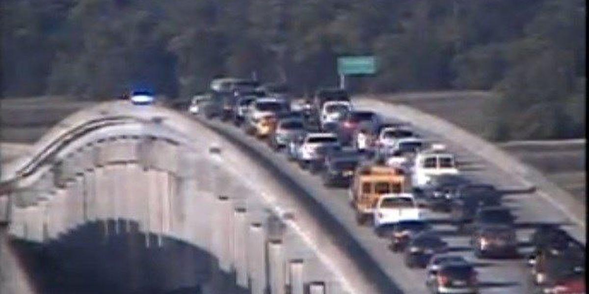 I-526 traffic moving following wrecks on Westmoreland Bridge