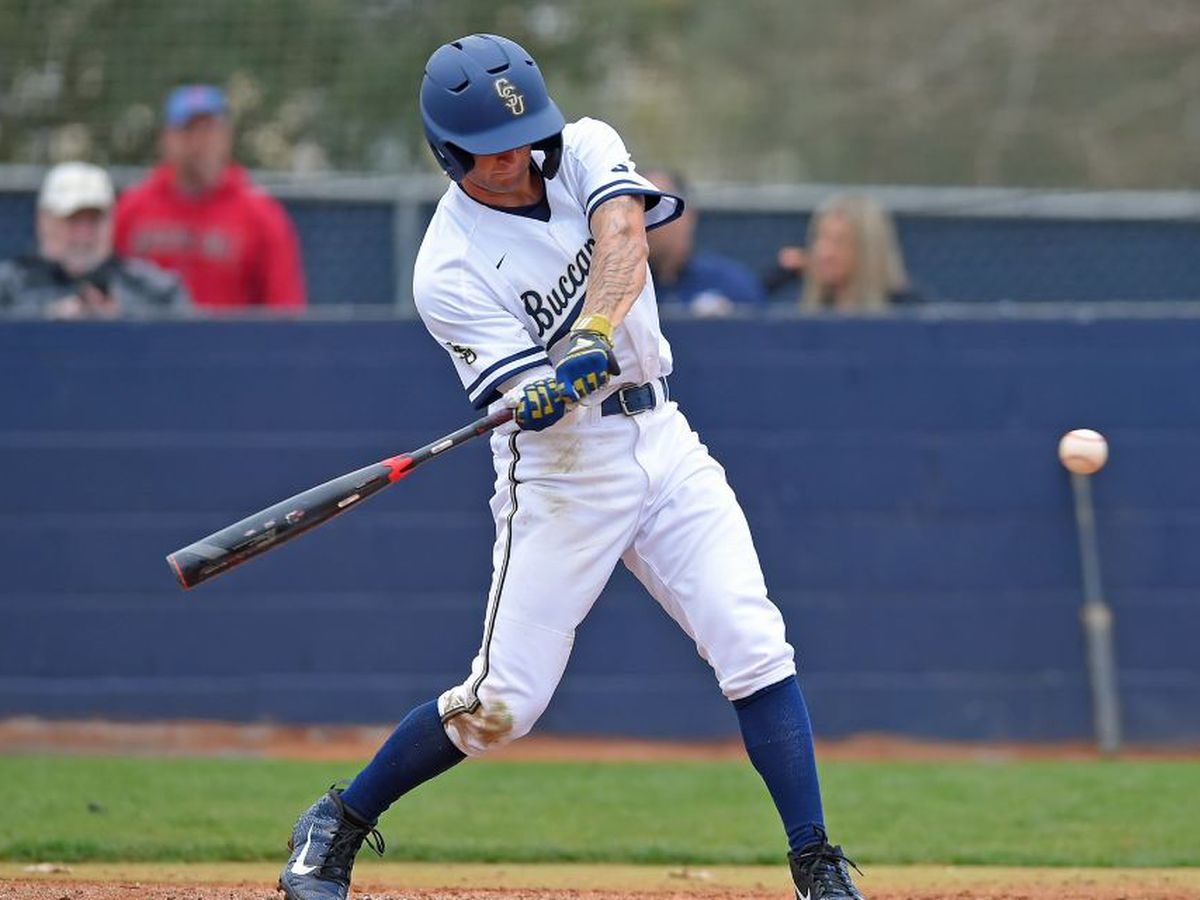 Four-run fourth pushes Explorers past Bucs Sunday