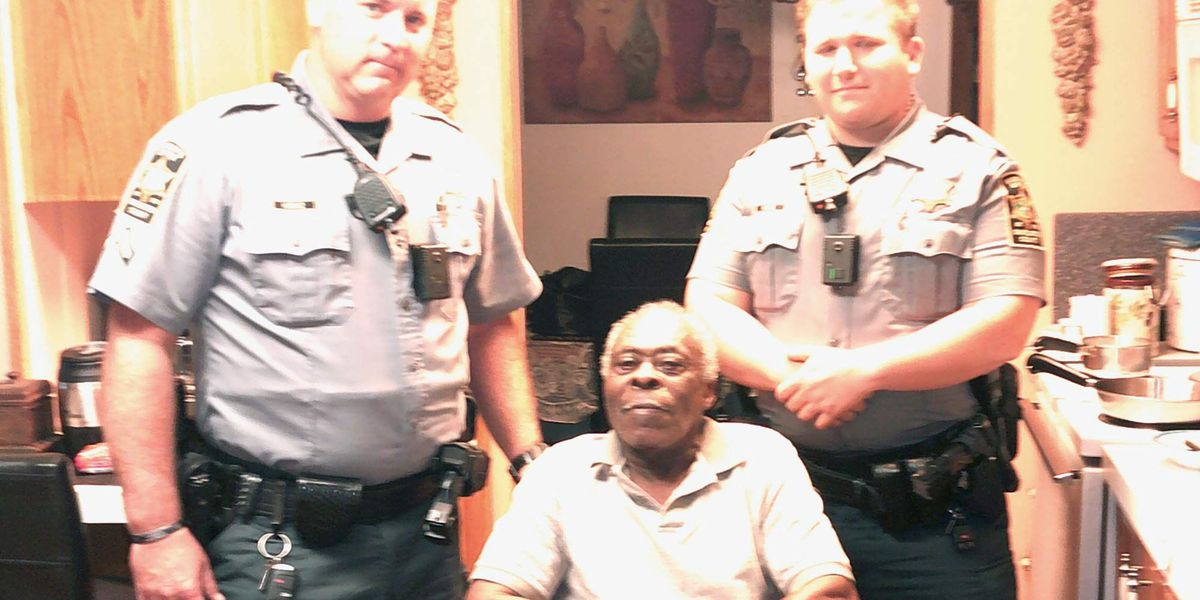 Charleston Co. deputy gives wheelchair to man in need