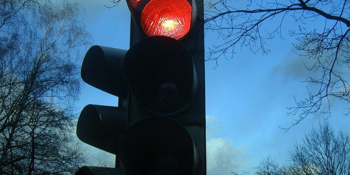 Downtown traffic signal working after crews restore power