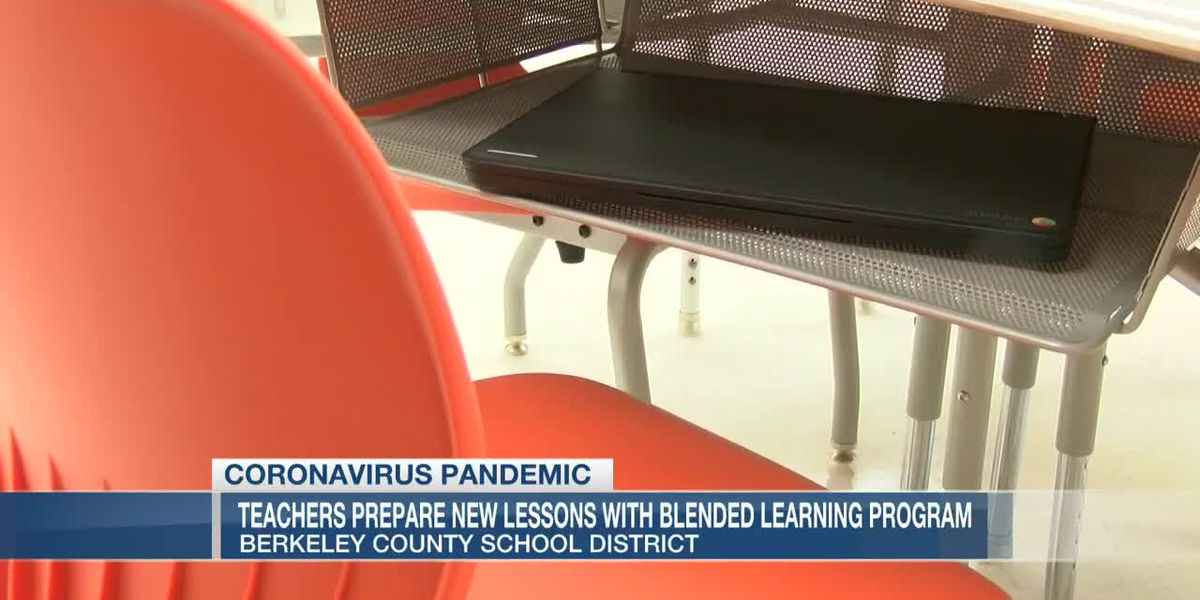 VIDEO: Teachers prepare new lessons with blended learning program