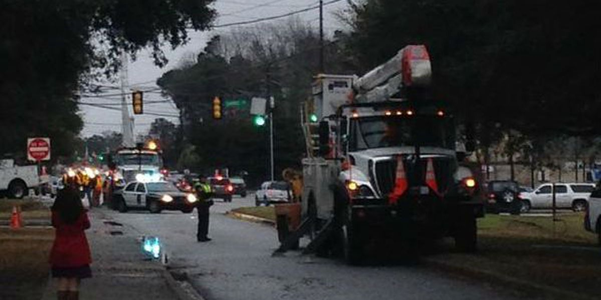 Crash shuts down part of Highway 61 in West Ashley