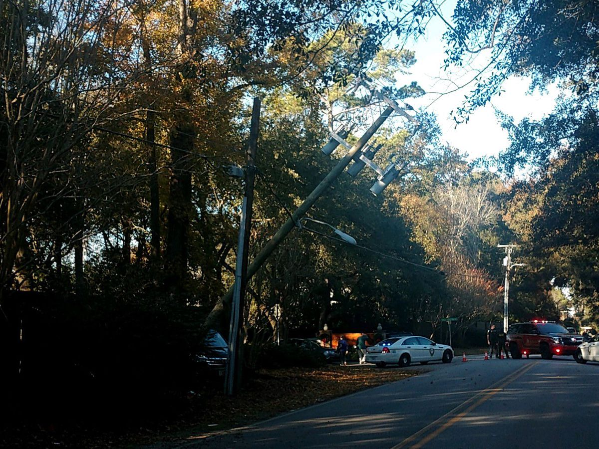 Mt. Pleasant crews close road to fix snapped electrical pole